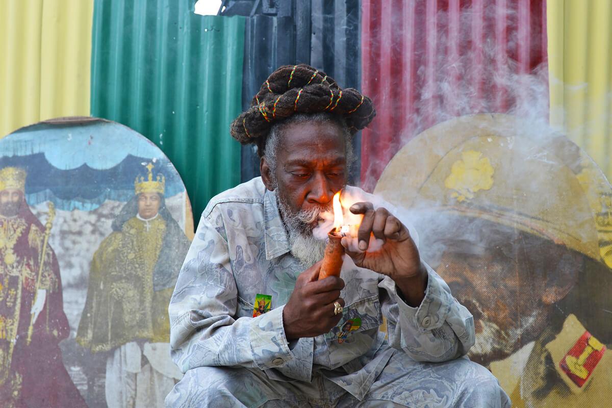 Отличие растамана от типичного курильщика конопли
