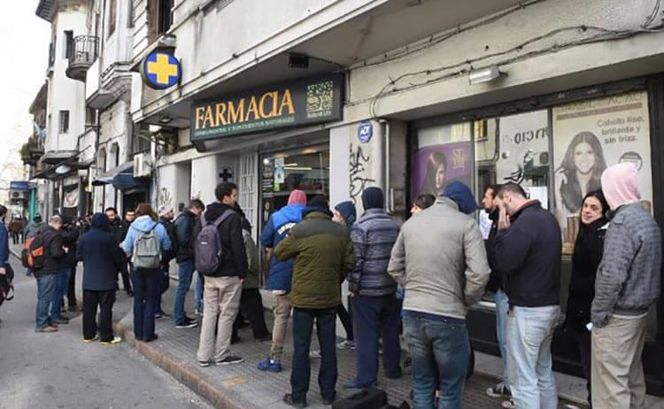 Очередь в Аптеку с марихуаной в Уругвае