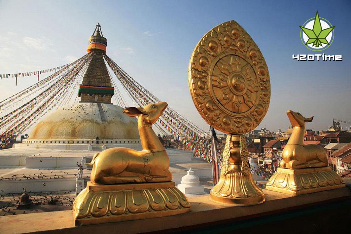 Катманду и одежда из каннабиса